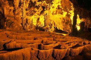 Động Ngườm Ngao được hình thành cách ngày nay hơn 300 triệu năm ,là hang động núi đá vôi đầy quyến rũ