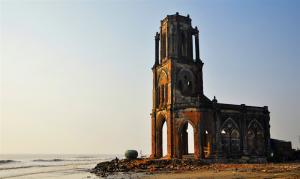 Một nhà thờ cổ ở Nam Định bên biển