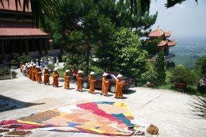Thiền viện là nơi lý tưởng để trở về để xua đi những hỉ nổ, ái, ô trong cuộc sống, trở về đây sống cuộc đời bình tâm, thanh tịnh, nghe tiếng chuông chùa cùng những bài kinh đầy phép màu nhà Phật