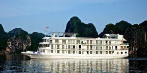 Du thuyền ở Quảng Ninh
