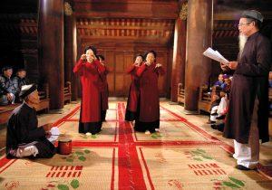 Cho tới nay, nguồn gốc của Hát Xoan có nhiều tích khác nhau nhưng chính điều đó làm phong phú thêm tư liệu hát Xoan