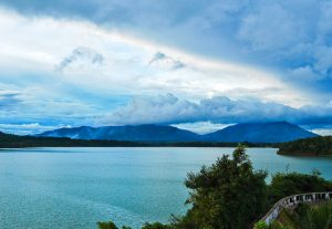 Hồ Yaun Hạ mênh mông , là điểm du lịch sinh thái tuyệt vời