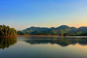 Lung linh cảnh đẹp hồ Núi Cốc