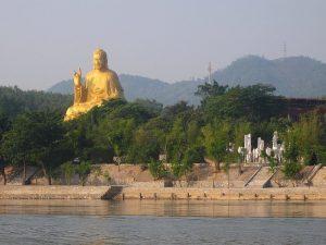 Pho tượng phất xác lập kỷ lục Việt Nam ở trong khu du lịch Hồ Núi Cốc