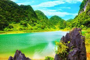 Hồ Thăng Hen mộng mơ, xinh đẹp trên một vùng núi cao