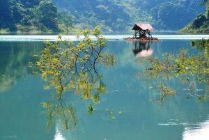 Phút tĩnh lặng mênh mông giữa lòng hồ, cứ ngỡ đây là chốn sơn thủy hữu tình