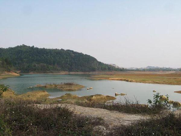Hồ Tiền Phong đẹp , là điểm để du khách và người dân giải trí