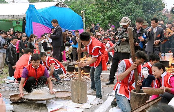 Một phần hội trong lễ hội rước voi Đào Xá
