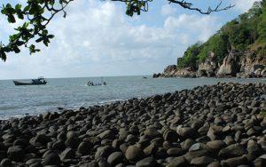 Hòn Khoai là tên mà người dân đặt cho hòn đảo cóc hình củ khoai