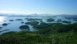 Hồ Thác Bà với hơn 100 hòn đảo lớn nhỏ