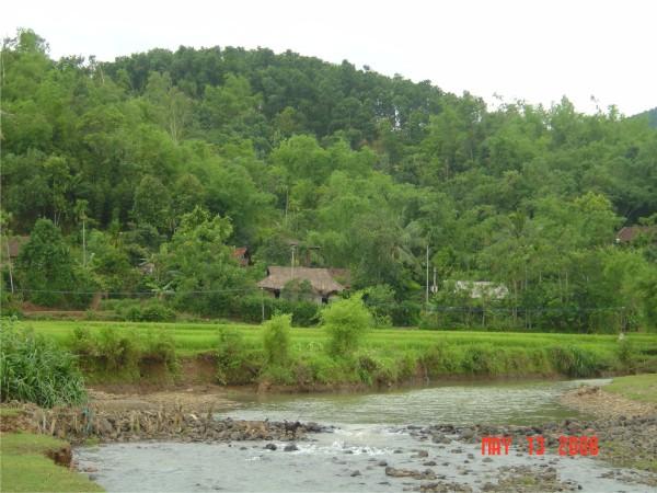 Núi rừng huyện Lạc Sơn
