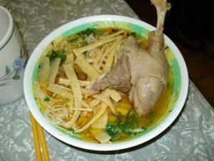 Thịt gà nấu măng chua