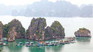 Làng chài Cửa Vạn là điểm tham quan du lịch Quảng Ninh được nhiều du khách tìm về