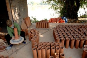 Gốm Phù Làng- một làng gốm nằm bên dòng sông Đuống được nhiều du khách ghé thăm