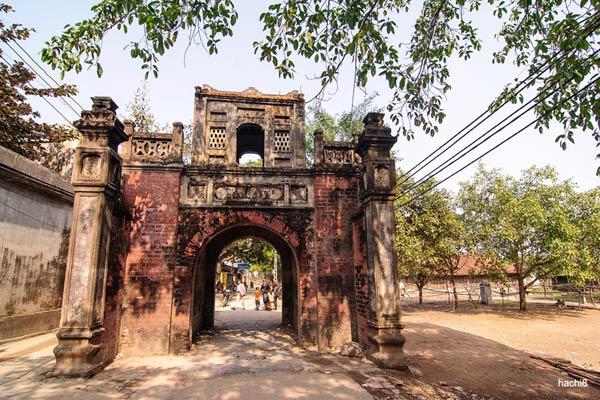 Một cổng làng ở Thổ Hà