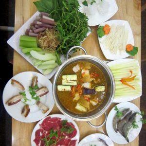 Lẩu mắm là món ngon đặc trưng ở vùng đồng bằng Nam Bộ