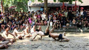 Lễ hội cầu nước Làng Vân là một lễ hội truyền thống đặc sắc, thu hút nhiều du khách về tham dự