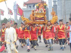 Rước kiệu ở lễ hội đền Hùng