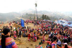 Lễ hội Gầu tào được đông đảo bà con đến tham gia