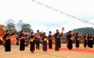 Nhiều trò chơi dân gian được tổ chức trong lễ hội