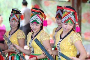 Những cô gái Thái trong lễ hội Xên Mường