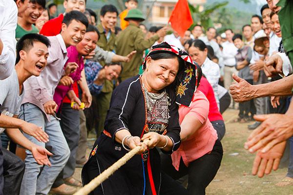 Trò chơi kéo co trong lễ hội ở Yên Sơn