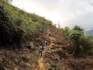 Con đường đi lên Lùng Cúng là một hành trình không hề đơn giản