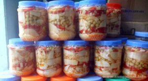 Người Lạng xem món ăng ớt và mắc mật ngâm lá là món ăn quen thuộc trong mỗi bữa ăn