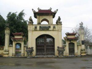 Cổng vào đền Mẫu Âu Cơ