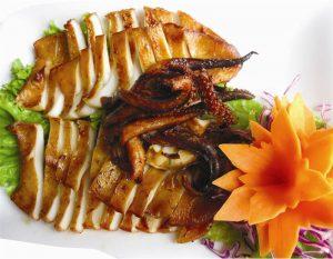 Mực một nắng Phan Rang với phần vỏ ráo nước, trong ruột trong suốt, ăn dai và ngọt
