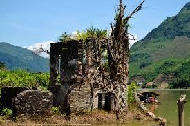Phế tích dinh thự vua Thái Đèo Văn Long