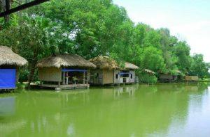 Khu du lịch sinh thái nhà sàn nằm trong 70 ha diện tích mang lại không gian khoáng đãng, thanh bình
