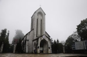 Nhà thờ đá là một phần không thể thiếu là nên nét đẹp quyến rũ cảu Sa Pa