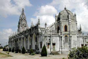 Nhà thờ được trùng tu, xây dựng lại nhiều lần, là điểm du lịch Quảng Ninh được nhiều du khách ghé thăm