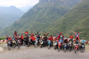 Những nhóm bạn đông người nên thuế xe máy đi vừa khám phá được nhiều điểm đẹp thú vụi lại vừa vui