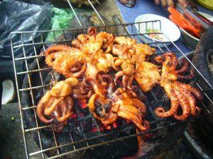 Ruốc nướng là món ăn được du khách thích thú ở Hạ Long