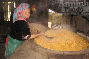 Rượu ngô nổi tiếng ở Na Hang, là một trong những đồ uống dùng để đãi khách