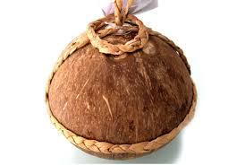 Đặc trưng của rượu bầu dừa tiên tửu Ngọc Hoa là khi ngửi có mùi thơm át đặc trưng của hương dừa, khi uống có vị ngọt nhẹ, đặc biệt không gây cảm giác háo nước, đau đầu.