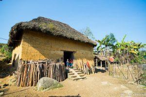 Những ngôi nhà trình tường đọc đáo của người Dao