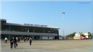 Du khách đi du lịch Đắk Nông có thể đi máy bay tới Buôn Ma Thuột rồi di chuyển về Đắk Nông với khỏang cách 125 Km