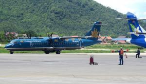 Hành khách muốn đi Lai Châu có thể mua vé máy bay đi hà Nội rồi từ Hà Nội đi Lai Châu bằng xe khách