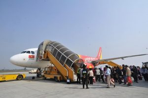 Máy bay đi Tuy Hòa có nhiều chuyến trong ngày từ Hà Nội và thành phố Hồ Chí Minh