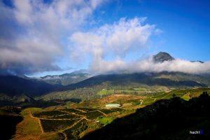 Khung cảnh nhìn thấy khi ở trên đỉnh núi cao 2.993M