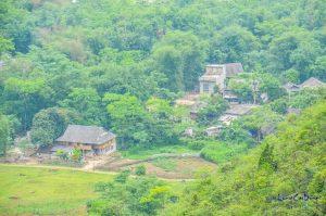 Một bản làng ở Tân Lạc