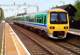 Tàu hỏa dành cho những du khách ở xa, nhưng vẫn xuống Ga Hà Nội rồi mua vé xe đi Lai Châu