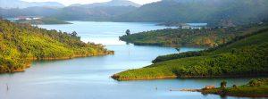Hồ Thác bà có giá trị văn hóa và du lịch rất lớn, nơi đây co hơn 1300 hòn đảo lớn nhỏ đặc sắc, thu hút du khách gần xa
