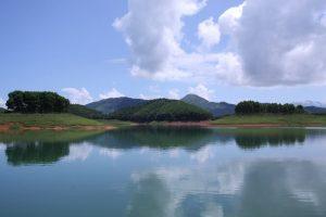 Lảng bảng mây trời in bóng nước hồ Thác Bà