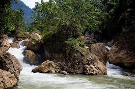 Thác Đầu Đẳng là một đoạn đứt gãy của dòng sông Năng