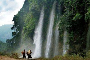 Thác Nặm Rứt đẹp như trong bức tranh, tưới mát khoảng không núi rừng