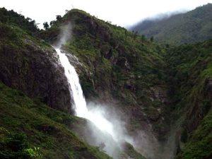 Vẻ đẹp của thác được ví như một bức tranh sơn thủy hữu tình giữa núi rừng Tây Bắc.
